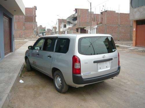 Vendo toyota probox 2005 y 2006 en poliza color plata