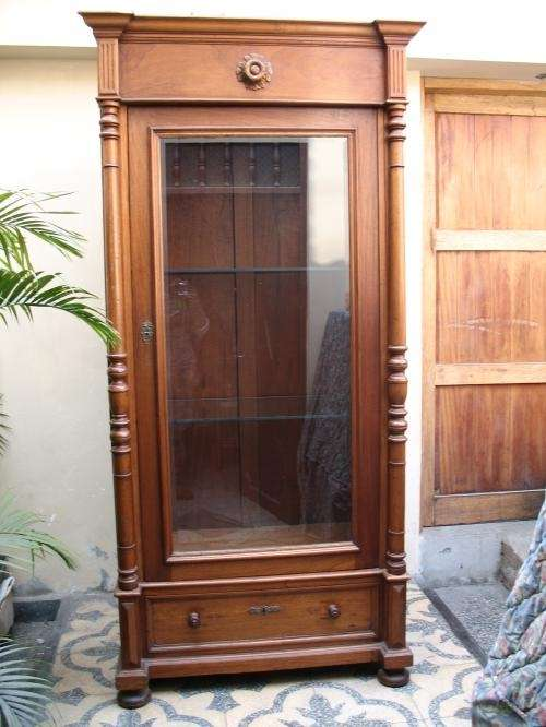 fotos de vendo vitrina en madera para decorar sala en perfecto estado