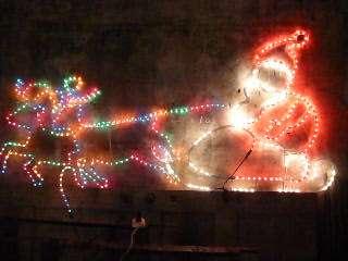 Adornos navideños de fierro y luces