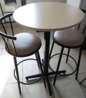 Juego comedor mesa redonda + 2 sillas altas 210 soles en Lima en Lima