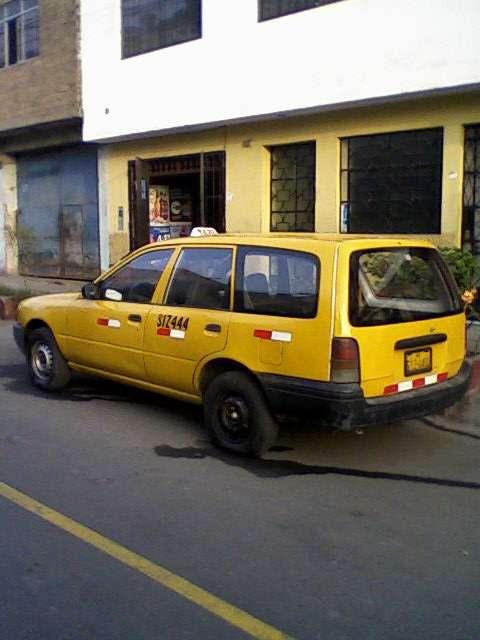 Fotos de Vendo nissan ad wagon diesel 96 3