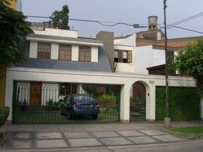Preciosa casa en alquiler, diseño exclusivo surco (ref: 343)