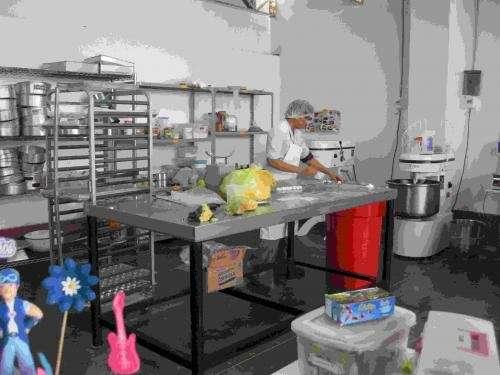 Vendo equipos de pasteleria y panaderia