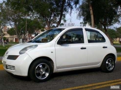 Nissan march hatchback motor 1000cc automatico