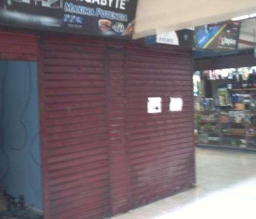 Se alquila tienda en el compuplaza de lima super comercial