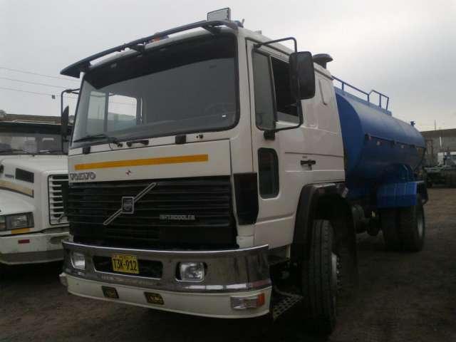 Venta camion cisterna 4000 galones marca volvo