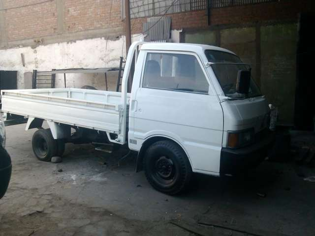 Vendo camioneta kia del año 1995 de color blanco
