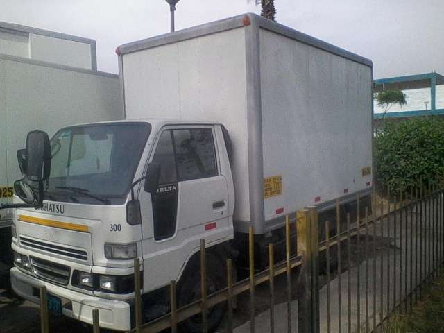 Vendo camion daihatsu delta 300 año 2007 con furgon