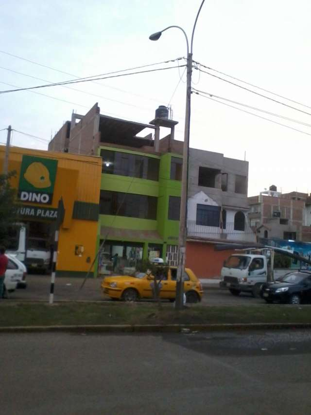 Alquilo amplio local comercial con vista al real plaza