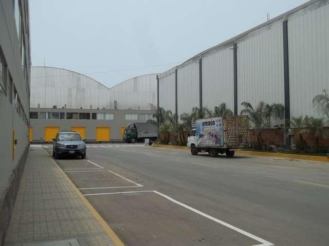 Fotos de Alquiler de naves industriales en lurin con oficinas administrativas 3