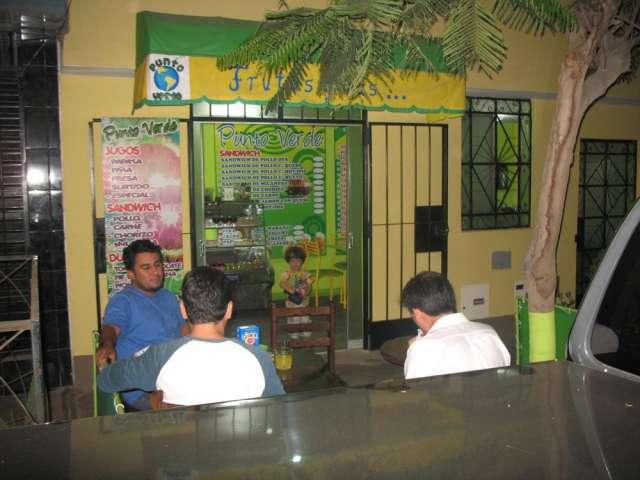 Alquilo local comercial en san juan de miraflores.