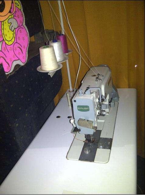 Ocasion remanto una maquina plana de 2 agujas jeanera marca siruba con ngarfio jumbo $ 850.