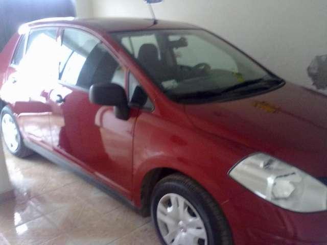 Vendo auto nissan tiida 2013 modelo 2014
