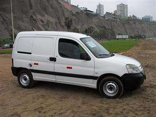 Remato camioneta peugeot partner 2004,por viaje