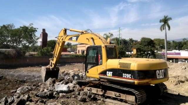 Alquilamos equipos y maquinarias para demolicon y movimiento de tierras