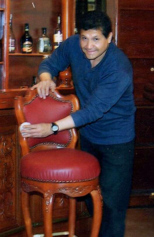 Disenador y fabricante de muebles bares clasicos