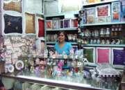 Señoritas vendedoras para tienda de articulos importados
