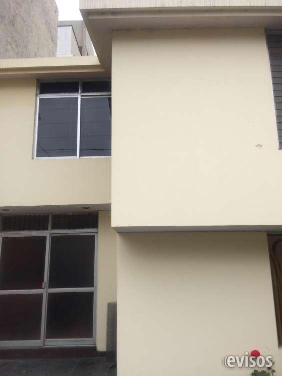Linda casa de 3 pisos