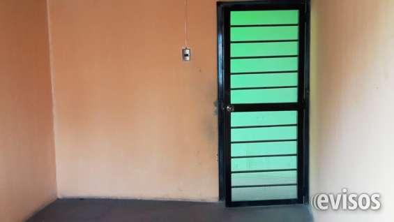 Dormitorio con puerta segura