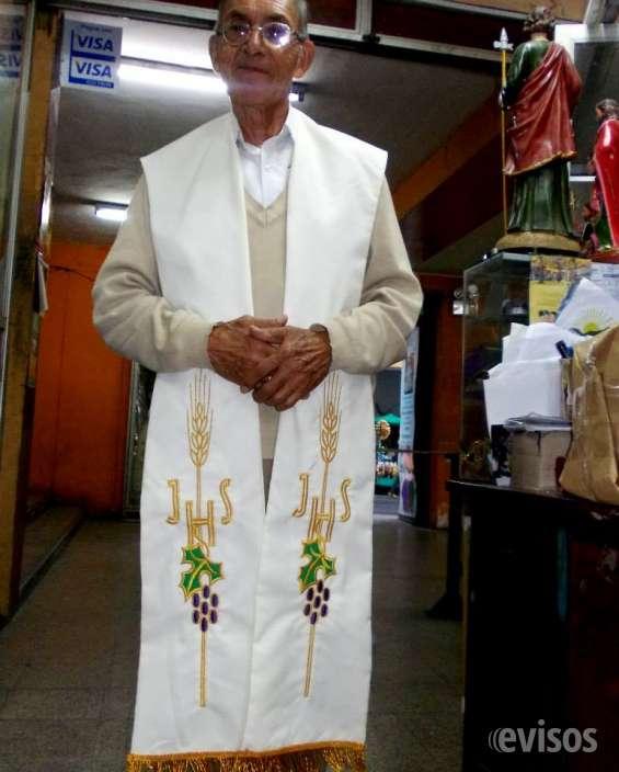 Casullas, estolas, túnicas. ropa clerical
