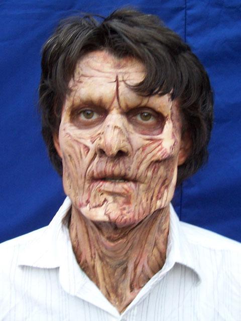 Maquillaje zombie halloween de terror con efectos especiales heridas sangrantes . telefono fijo : 7816995 celular : 999023200 www.maquillajezombie.blogspot.com san borja - lima peru