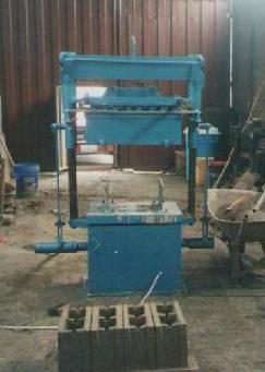 Maquina bloquetera rosacometa para fabricar bloques o adoquines de concreto