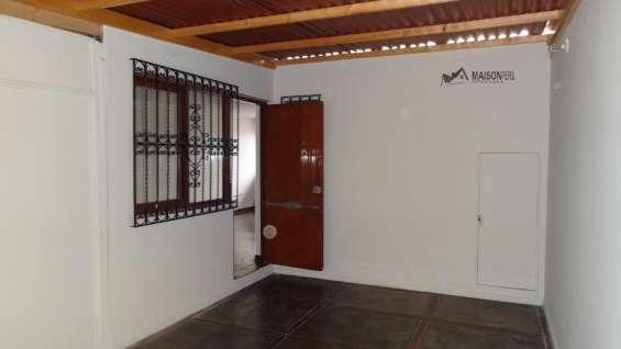 Alquilo casa como oficina a puerta cerrada, barrio medico surquillo (110-18-o-f