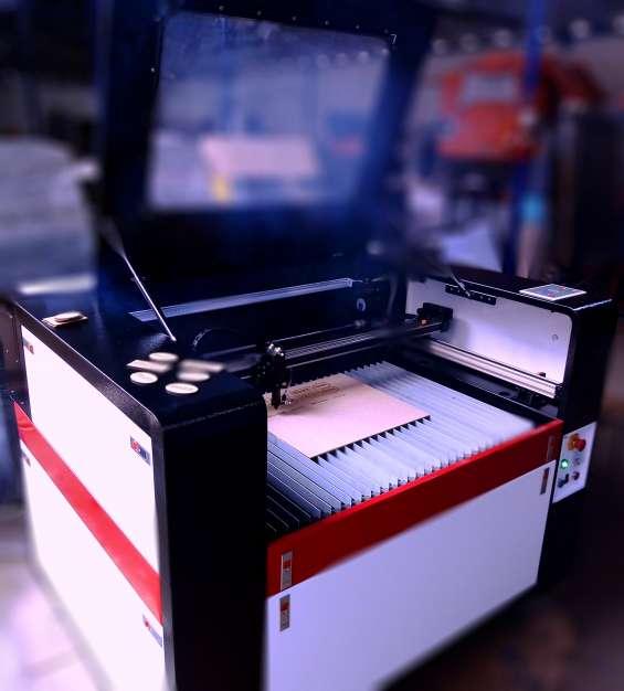 Máquina de corte y grabado láser 90 x 60cm