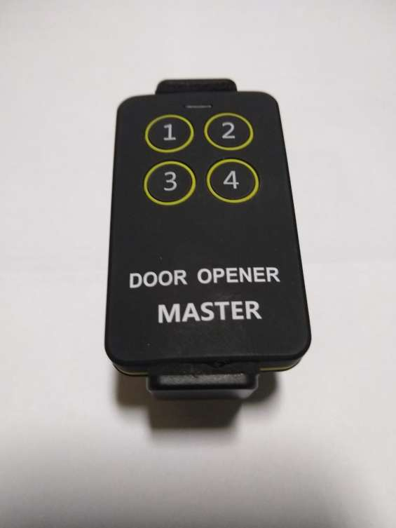 Control remoto multifrecuencia compatible con todas las marcas
