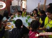Ayudante para campaña humanitaria