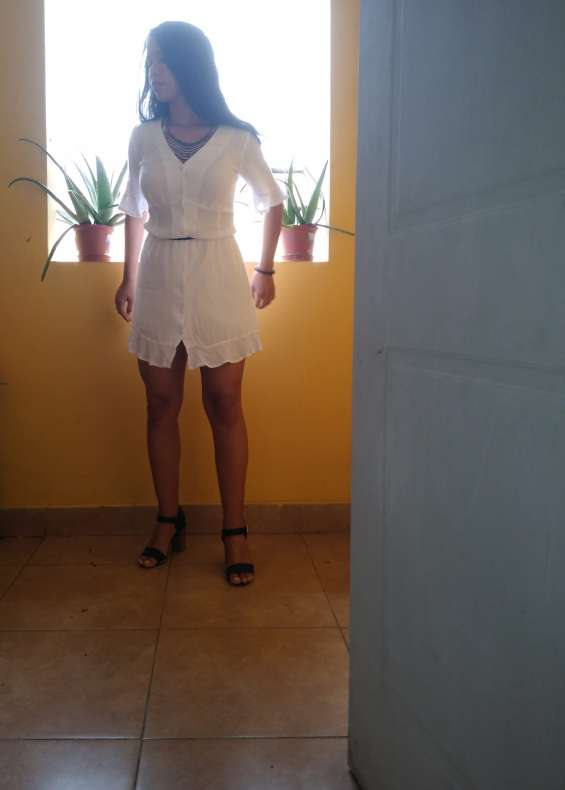 Vestido casual blanco nuevo y en oferta