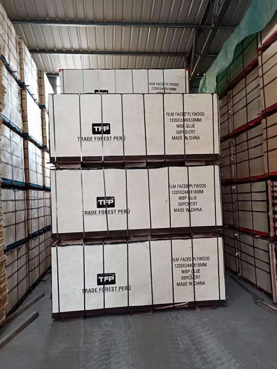 Somos importadores de triplay fenolico doble film