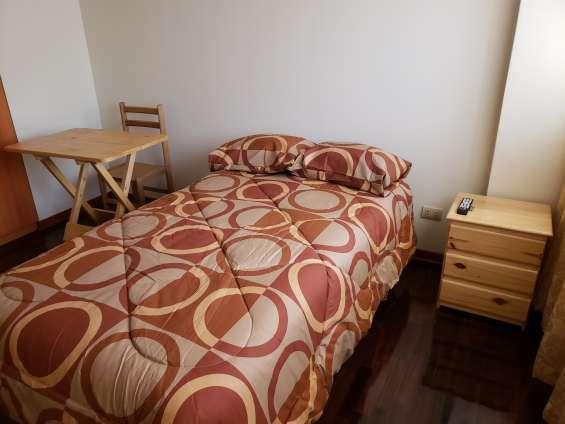 Alquiler habitaciones con baño compartido, solo damas