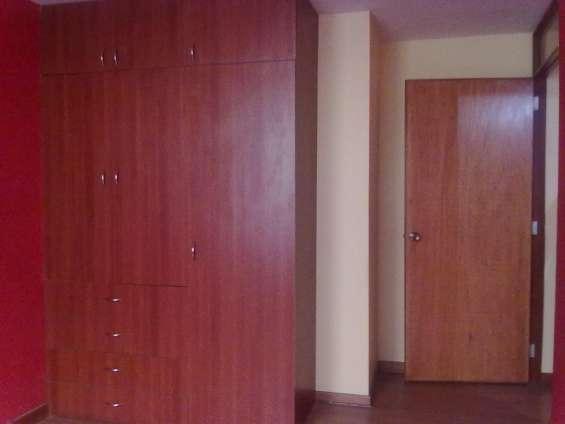 Dormitorio con closets