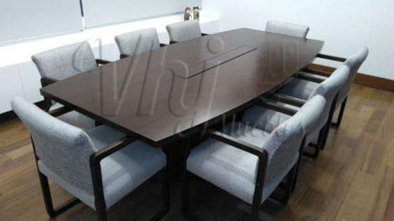 Mesa de reuniones con melamina