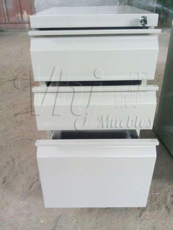 Fotos de Exhibidoras góndolas-checkout-canastas-coches-lockers-muebles de melamna 6