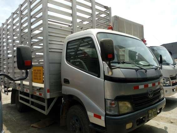 Camión toyota dyna 400 turbo dsl