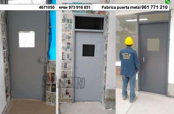 Fotos de Instalando puerta de metal contraplacada surco