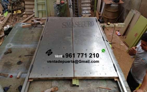 Fotos de Fabricando puertas e metal doble hoja