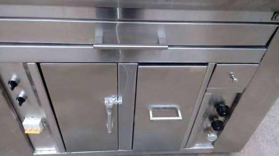 Puerta de acceso a la caja térmica