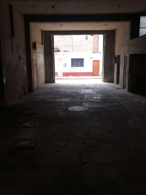 Alquilo local comercial 1er piso 170m2