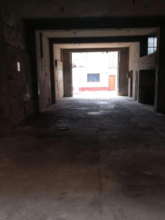 Fotos de Alquilo local comercial 1er piso 170m2 11