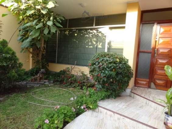 Fotos de Alquilo casa 1er piso con jardín 250 m2 surco (52-16-f-b 6