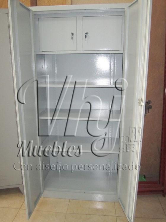 Armario con cajas de seguridad por dentro