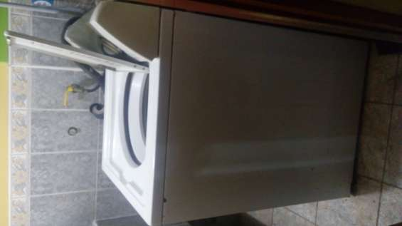 Vendo lavadora marca whirlpool cap 10 kilos