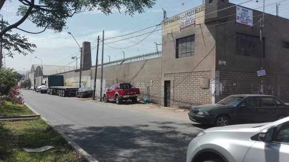 Ate.- vendemos local industrial de 2,709 m2 urb. vulcano
