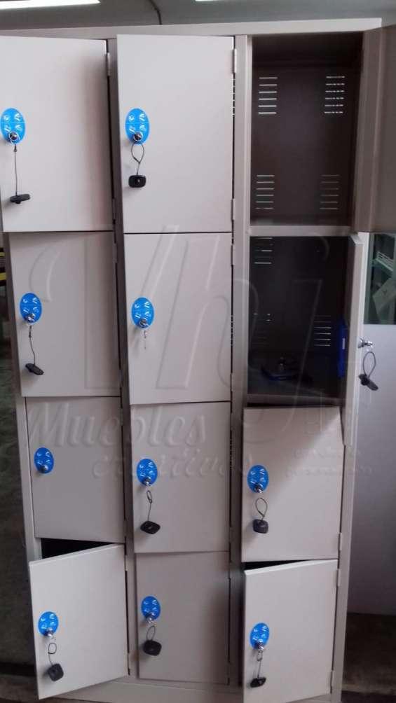 Lockers con sistema a moneda de 12 casilleros