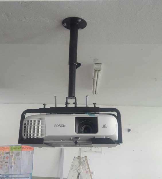 Soporte rack para proyector de video epson lima