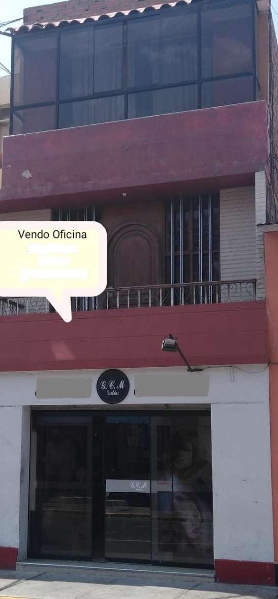 ????????????remato 2 oficinas segundo piso con vista a la calle en el centro historico