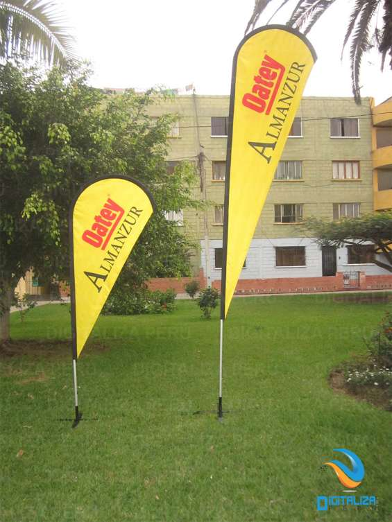 Flybanner tipo gota. full color, doble cara. medida: 2.60m x 0.80m y 4m x 0.80m